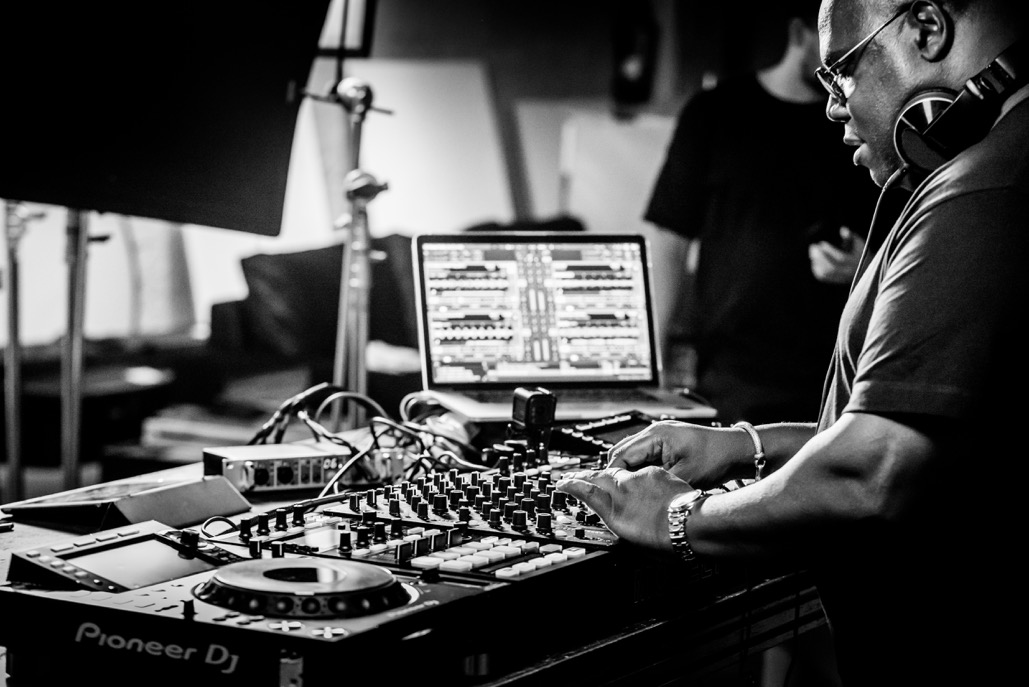 PLAYdifferently anuncia el vídeo 'HOW I PLAY' con Carl Cox