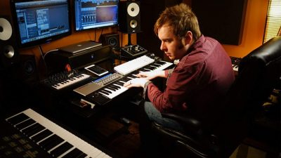 Josh Molen revive el Synth Pop de los 80 con Audient